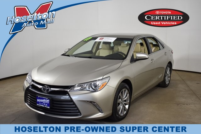 Toyota Camry Used >> Pre Owned 2017 Toyota Camry Xle Fwd 4d Sedan